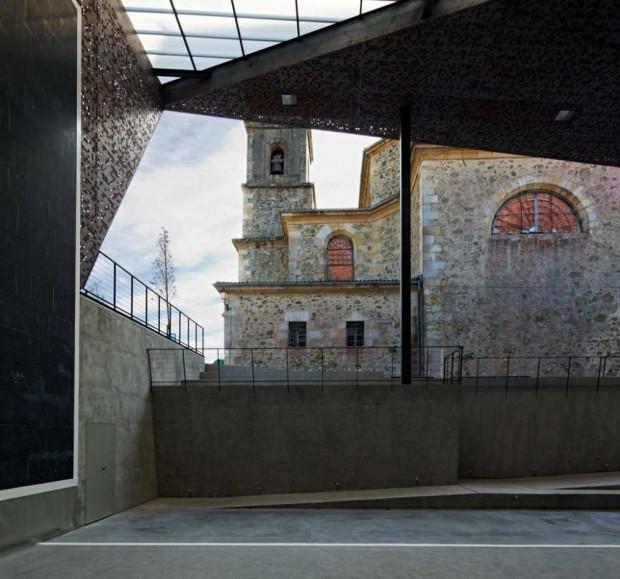 Крытый Фронтон на церковной площади 7