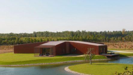 Архитекторы SAKO спроектировали Asterisk, комплекс в Пекине, Китай, где расположились выставочный зал вин, ресторан и подземная винодельня