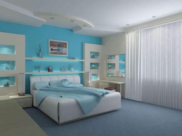 Светлая спальня в бело-голубых тонах