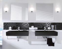 Идеи дизайна для ванной комнаты с использованием комбинационных штрихов черного и белого цвета