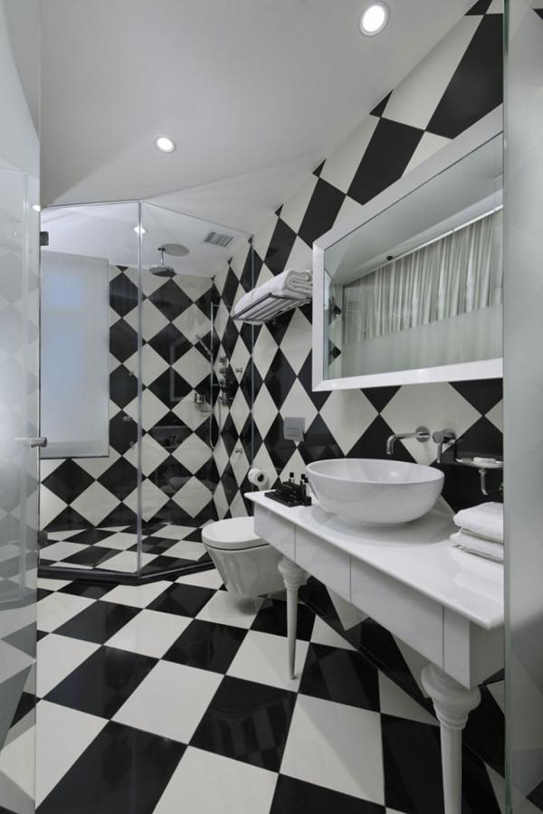 Дизайн черно белой ванной комнаты 5