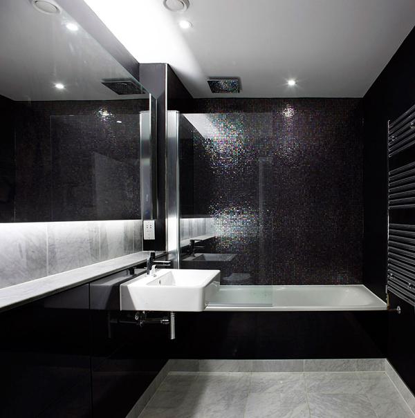 Дизайн черно белой ванной комнаты 8
