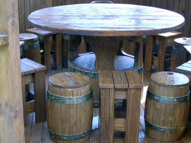 Интерьер состаренного стола и стульев
