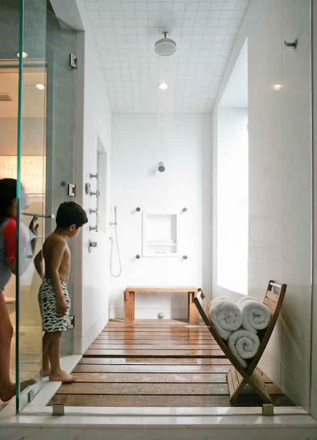 Деревянное покрытие в ванной комнате 6