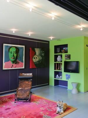 Фото: гостиная в стиле китч с живописью