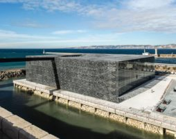 Руди Риччиотти построил кружевное здание из бетона и железа в Марселе