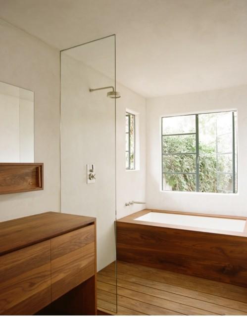 Деревянное покрытие в ванной комнате 10