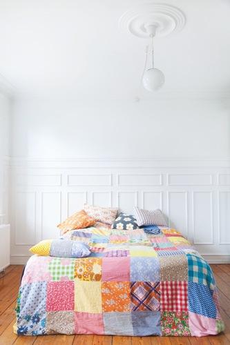 Кровать из лоскутов