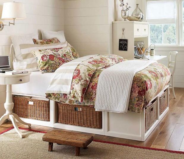 Спальня с цветочным постельным бельём