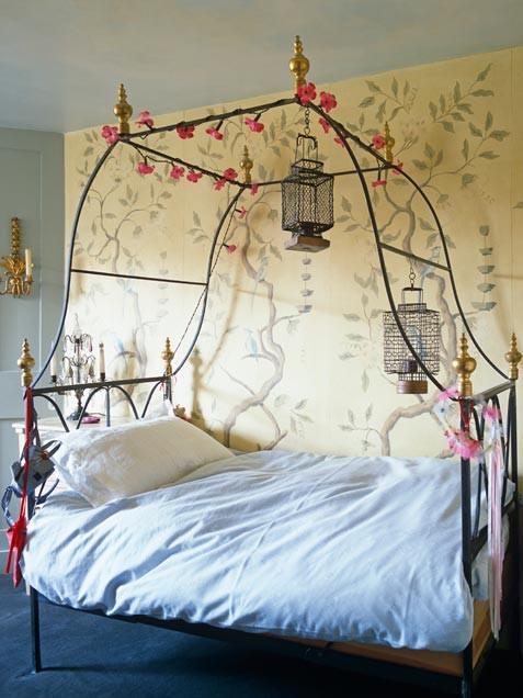 Интерьер спальной комнаты в романтическом стиле 2