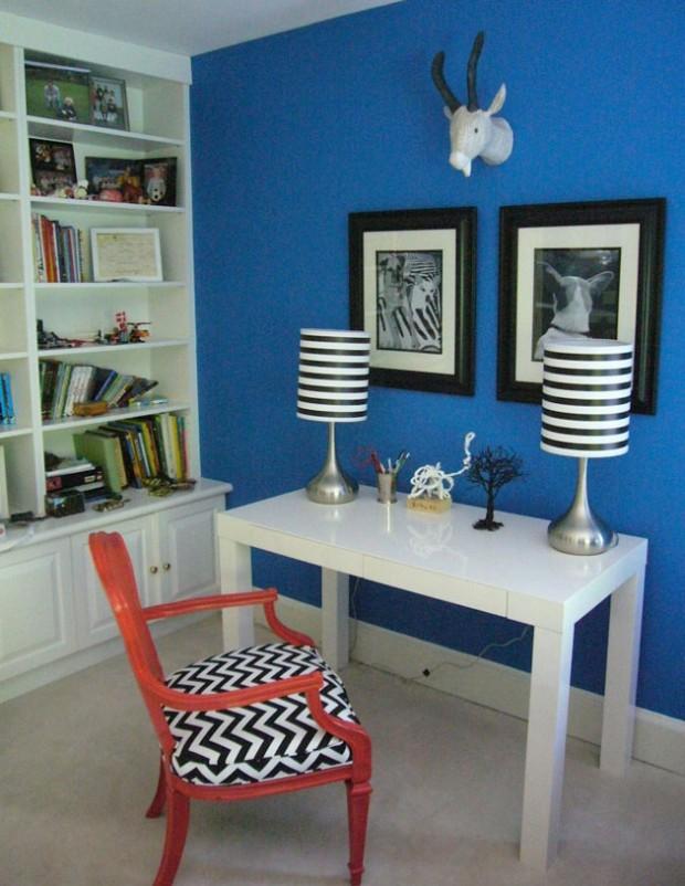 Полосатые бело-синие лампы