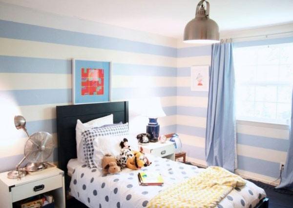 Детская комната в голубую полоску