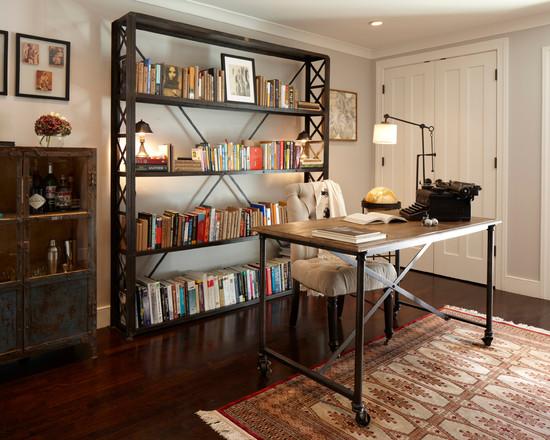 На фото: рабочий стол в гостиной