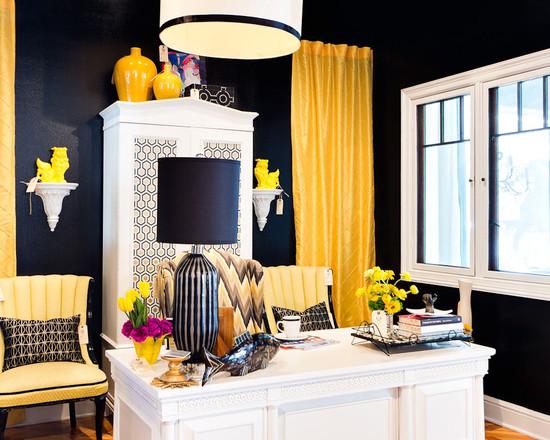 На фото: черно-желтый дизайн кабинета в квартире