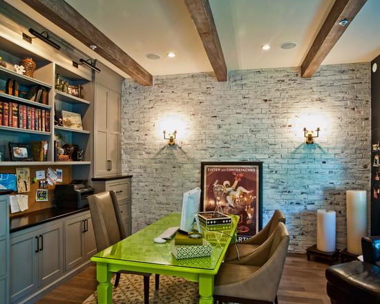 На фото: кабинет с зеленным столом в стиле модерн