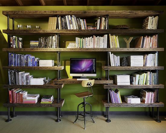 На фото: ярко зеленная стена с вживленным столом в стеллаж