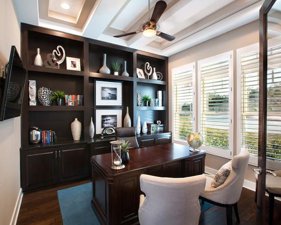 На фото: классический дизайн домашнего кабинета
