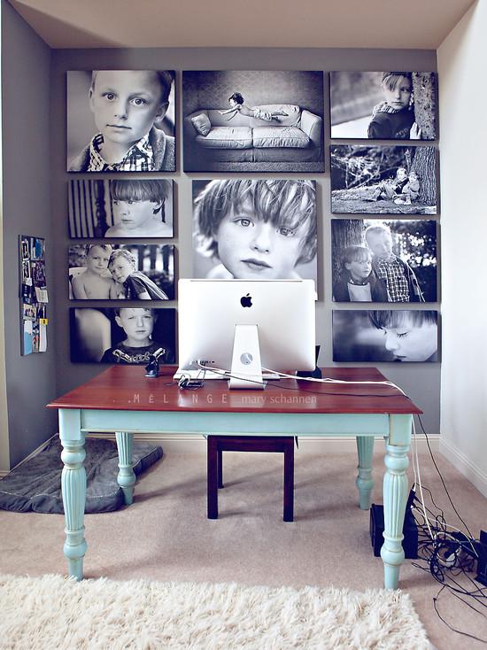 На фото: фото коллаж за столом