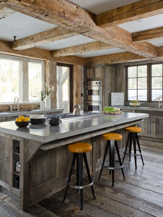 На фото: простор – один из главных составляющих деревянной кухни