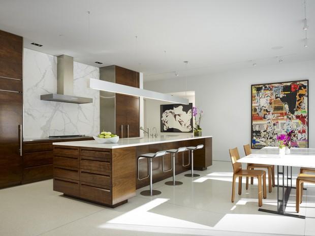 На фото: дерево в интерьере кухни в стиле арт-деко