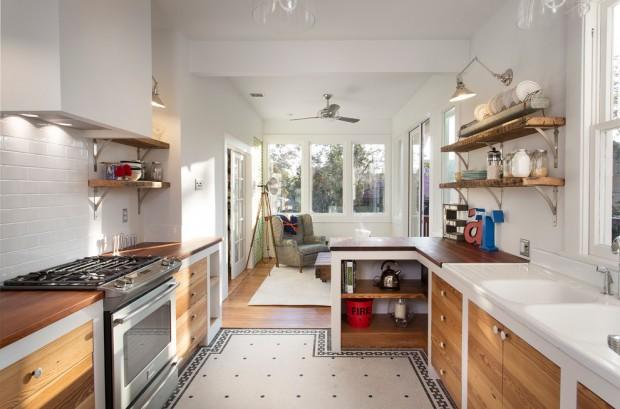 На фото: белая кухня с деревянными панелями