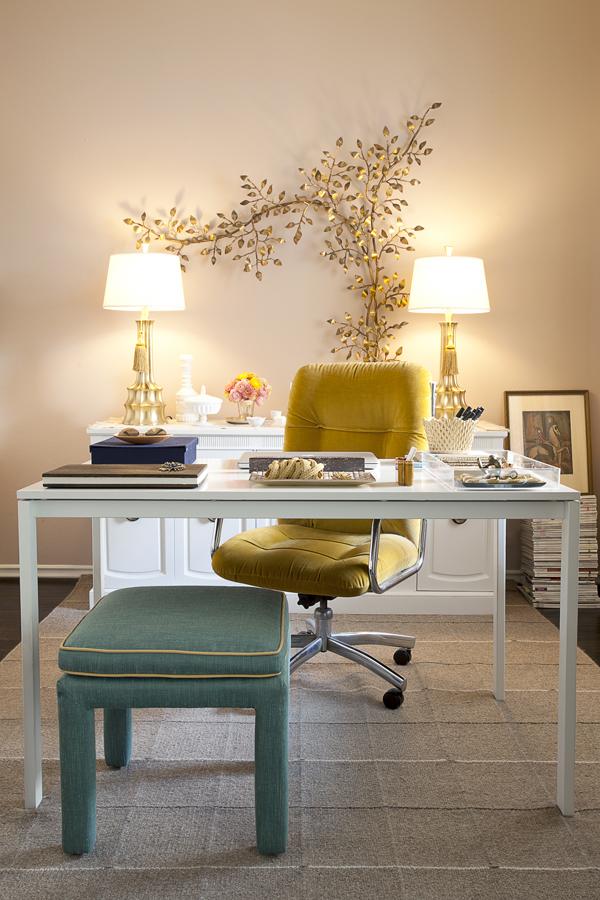 На фото: дизайн кабинета в квартире 11