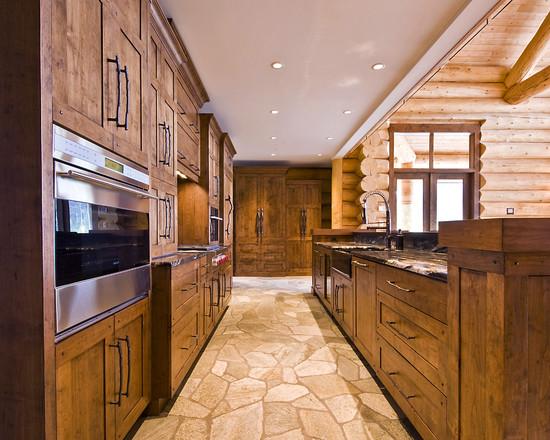 На фото: кухня в стиле шале