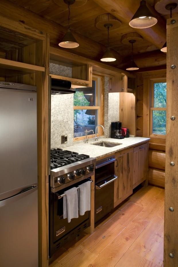 На фото: маленькая деревенская кухонька