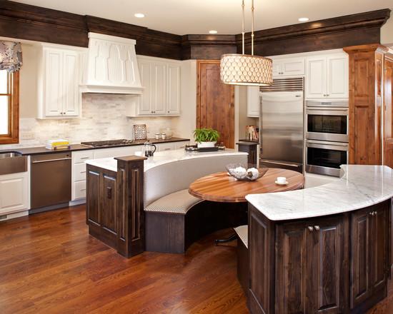На фото: дерево в интерьере кухни