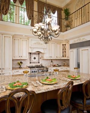 Гранитный стол на кухне