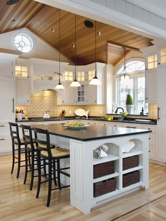 Классический стиль кухни, с контрастной верхней и нижней частью