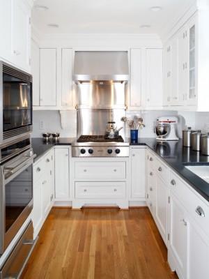 Современный стиль кухни, в котором соединены воедино – дерево и металл