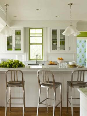 Бело-салатовая кухня