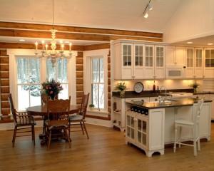 Белая кухня в деревенском доме