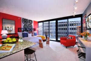 Яркие цвета в интерьере малогабаритной квартиры