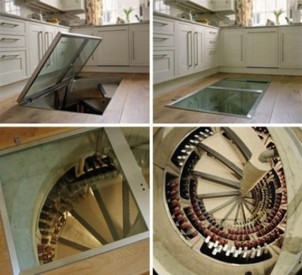 Вход в тайную комнату через винтовую лестницу