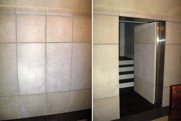 скрытая дверь в тайную комнату в кафельной стене