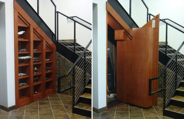 Фото: Тайная кладовая комната под лестницей