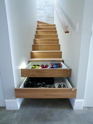 Лестница с выдвижными нишами