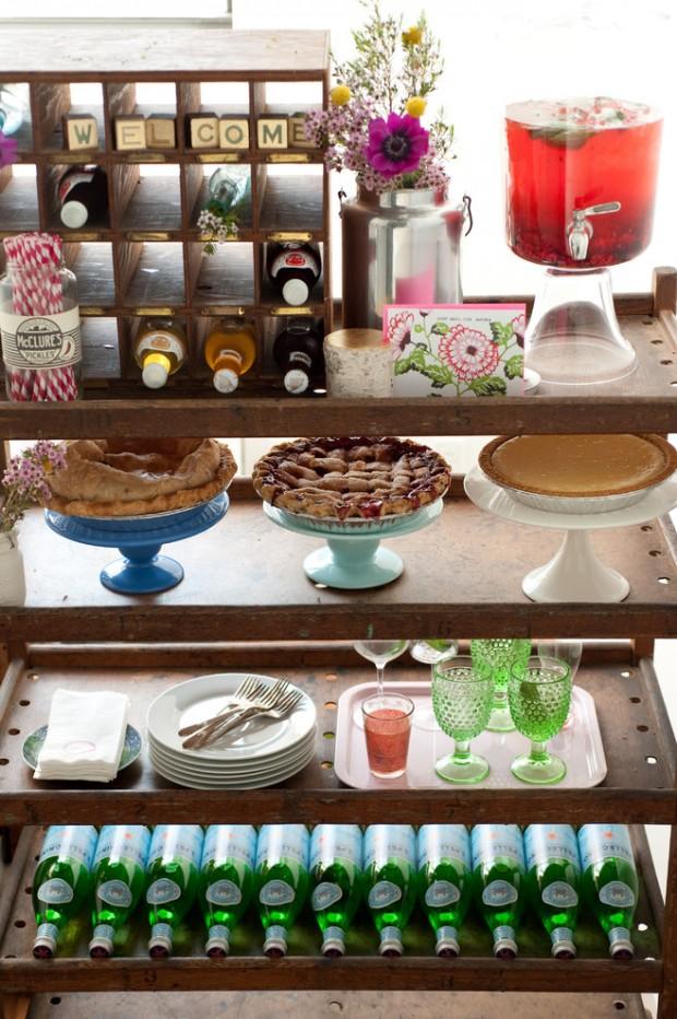 Кухонные полки организованные по системе флайледи