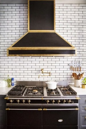 Фото: декор кухни золотом