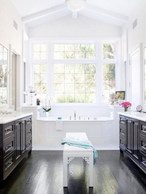 Окно в ванной комнате 36