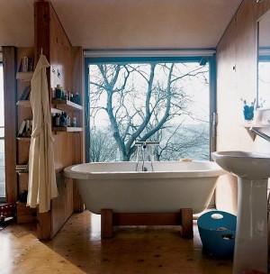 Окно в ванной комнате 38