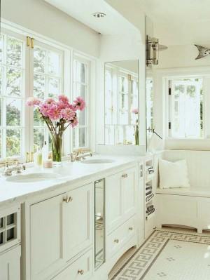 Окно в ванной комнате 35