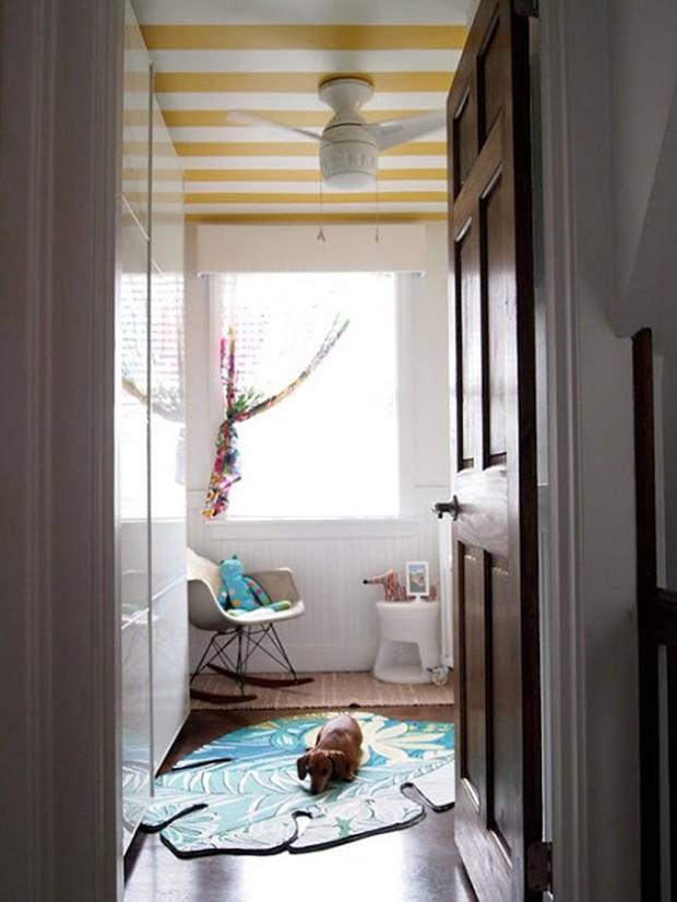 Фото: потолок в полоску в детской комнате