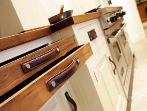 Ручки для кухонной мебели из ремней