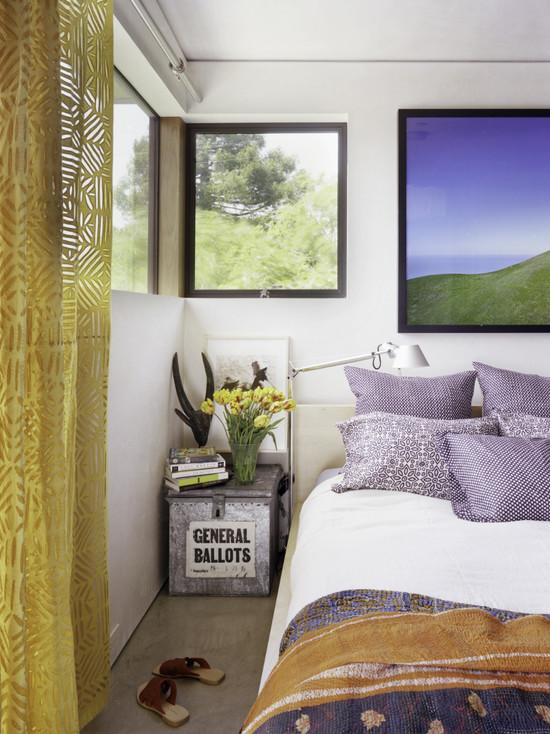 Фиолетово-серая спальня