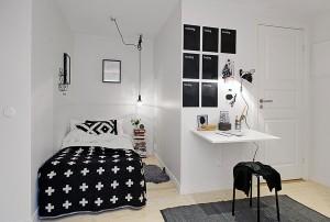 Небольшая спальня в черно-белых тонах