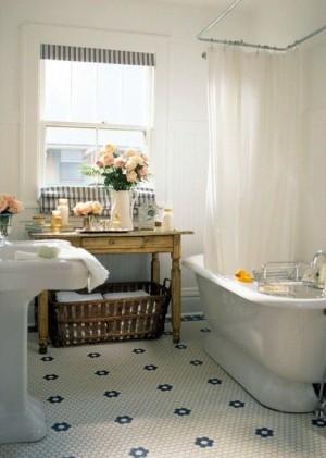 Окно в ванной комнате 44