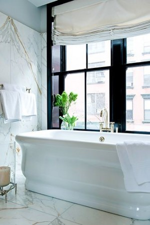 Окно в ванной комнате 45